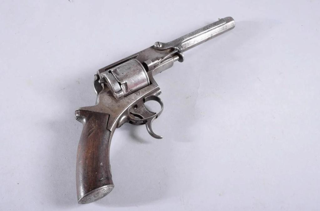 Une idée sur ce revolver? 0410
