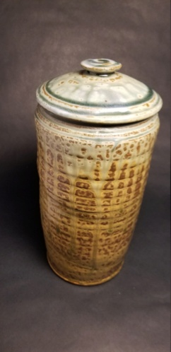 Help identifying marking on lidded vase 20200110
