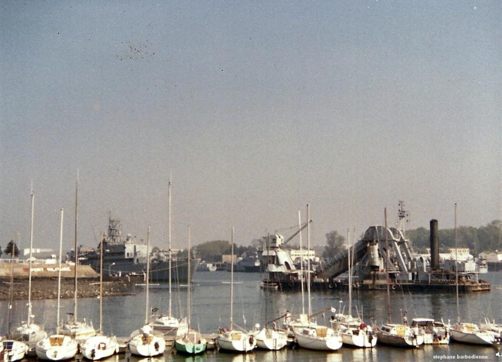 [Les ports militaires de métropole] Port de LORIENT - Page 12 Aa_la_10