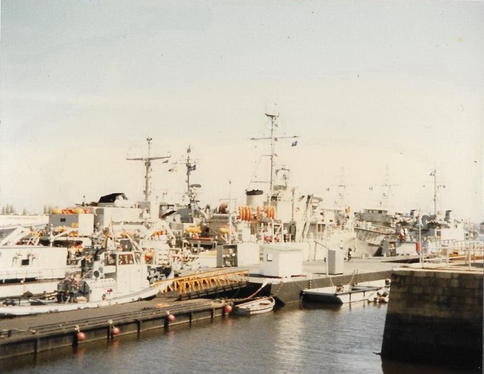 [Les ports militaires de métropole] Port de LORIENT - Page 11 Lorien11