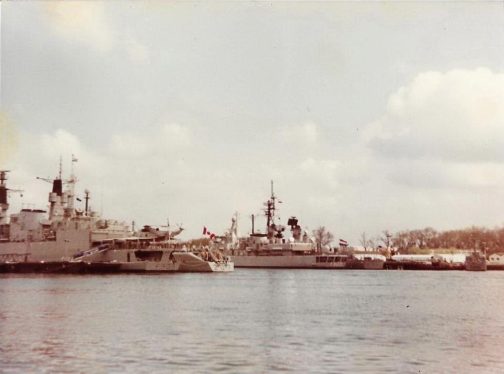 [Les ports militaires de métropole] Port de LORIENT - Page 11 Lorien12