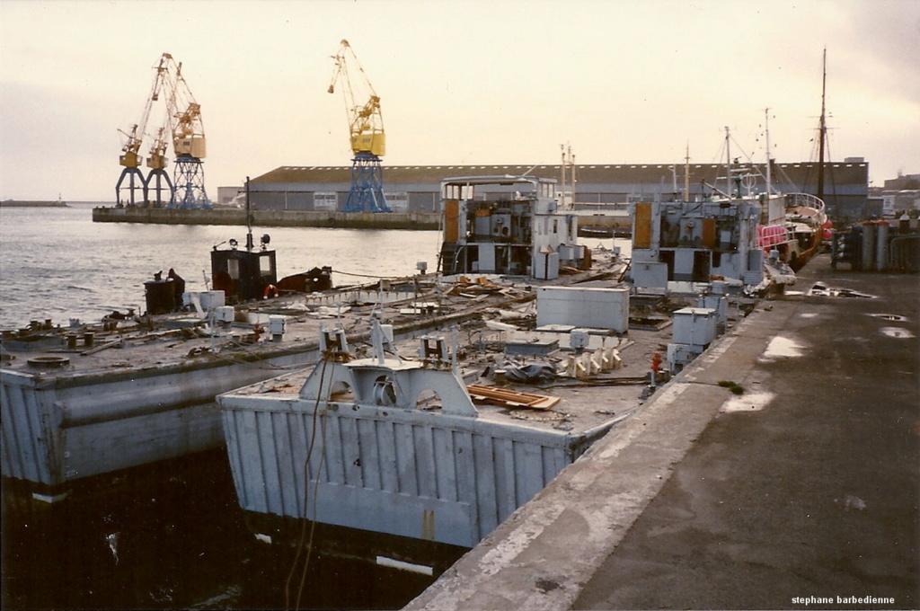 [Autre sujet Marine Nationale] Démantèlement, déconstruction des navires - TOME 2 - Page 5 M_783_10
