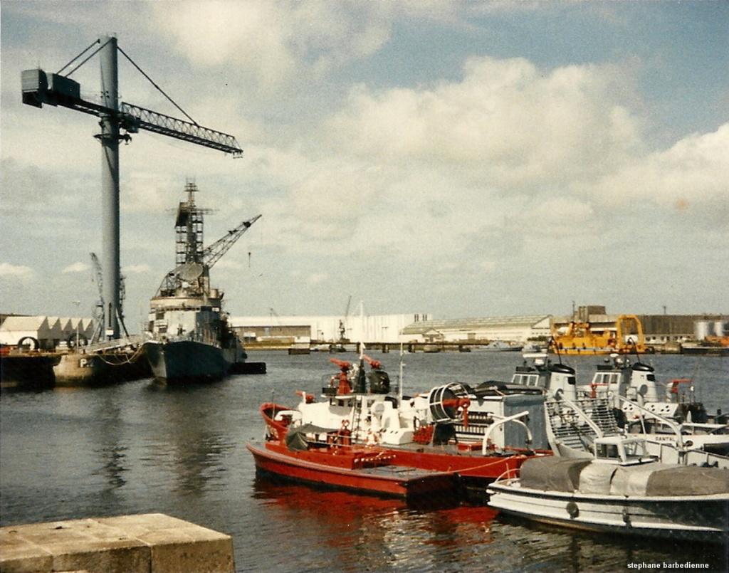 [Les ports militaires de métropole] Port de LORIENT - Page 12 Numzor10
