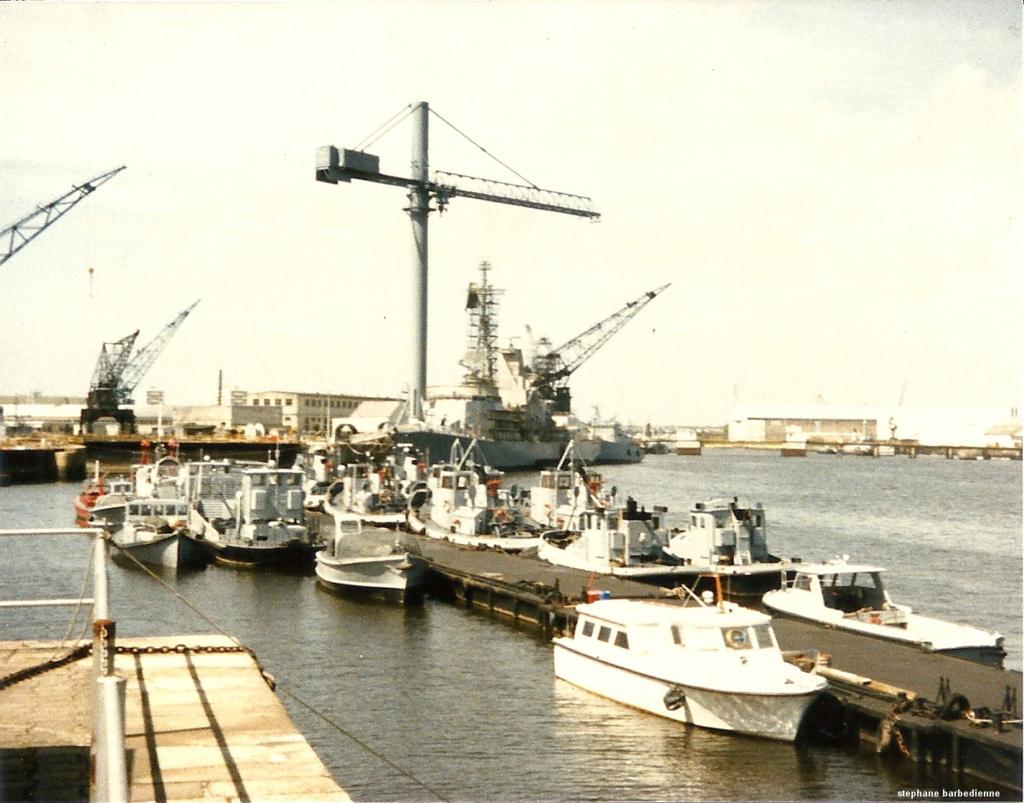[Les ports militaires de métropole] Port de LORIENT - Page 12 Numzor11