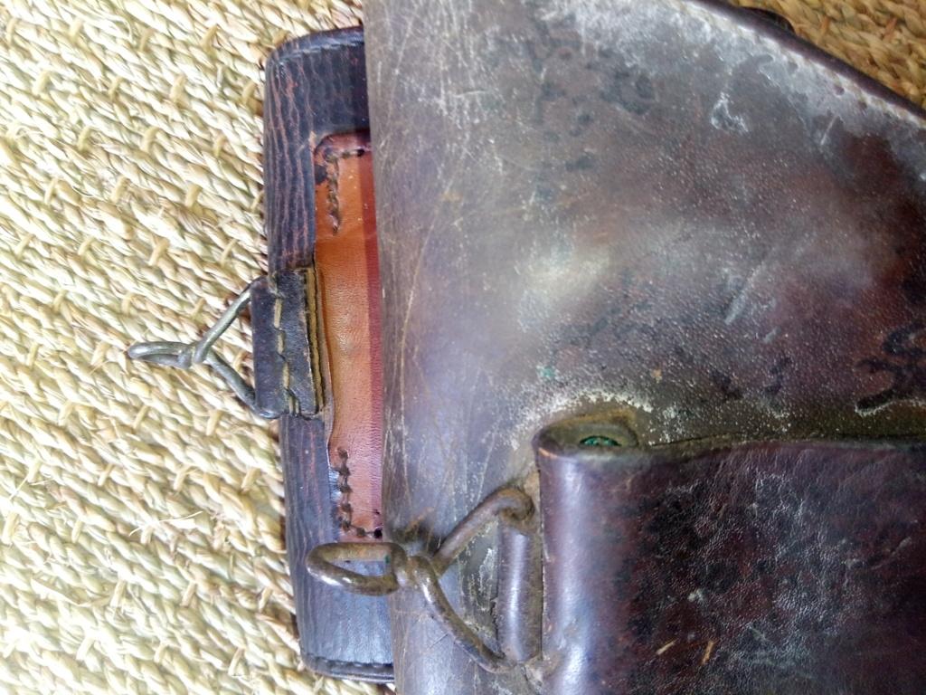 Trouvés holsters WW2 ww1 cuir ou xix ème siècle. 15961913