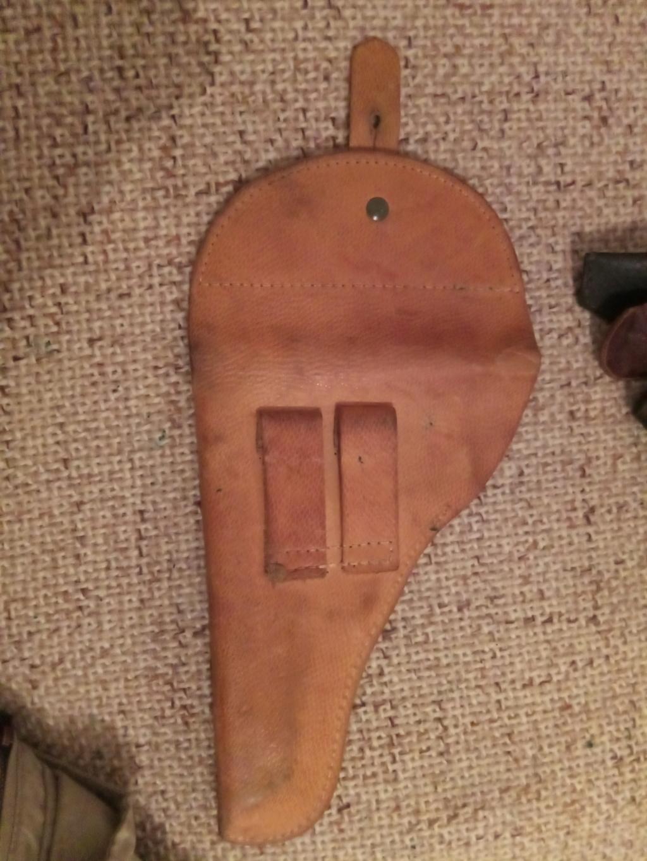 Trouvés holsters WW2 ww1 cuir ou xix ème siècle. Img_2025