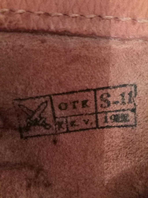 Trouvés holsters WW2 ww1 cuir ou xix ème siècle. Img_2027