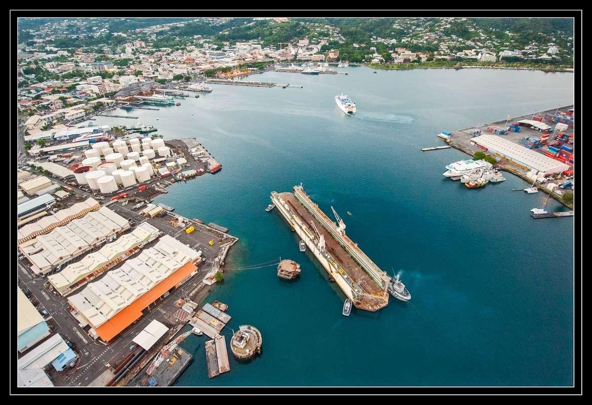 A propos du convoyage du dock de Mers el-Kébir à Papeete - Page 2 2012mp19
