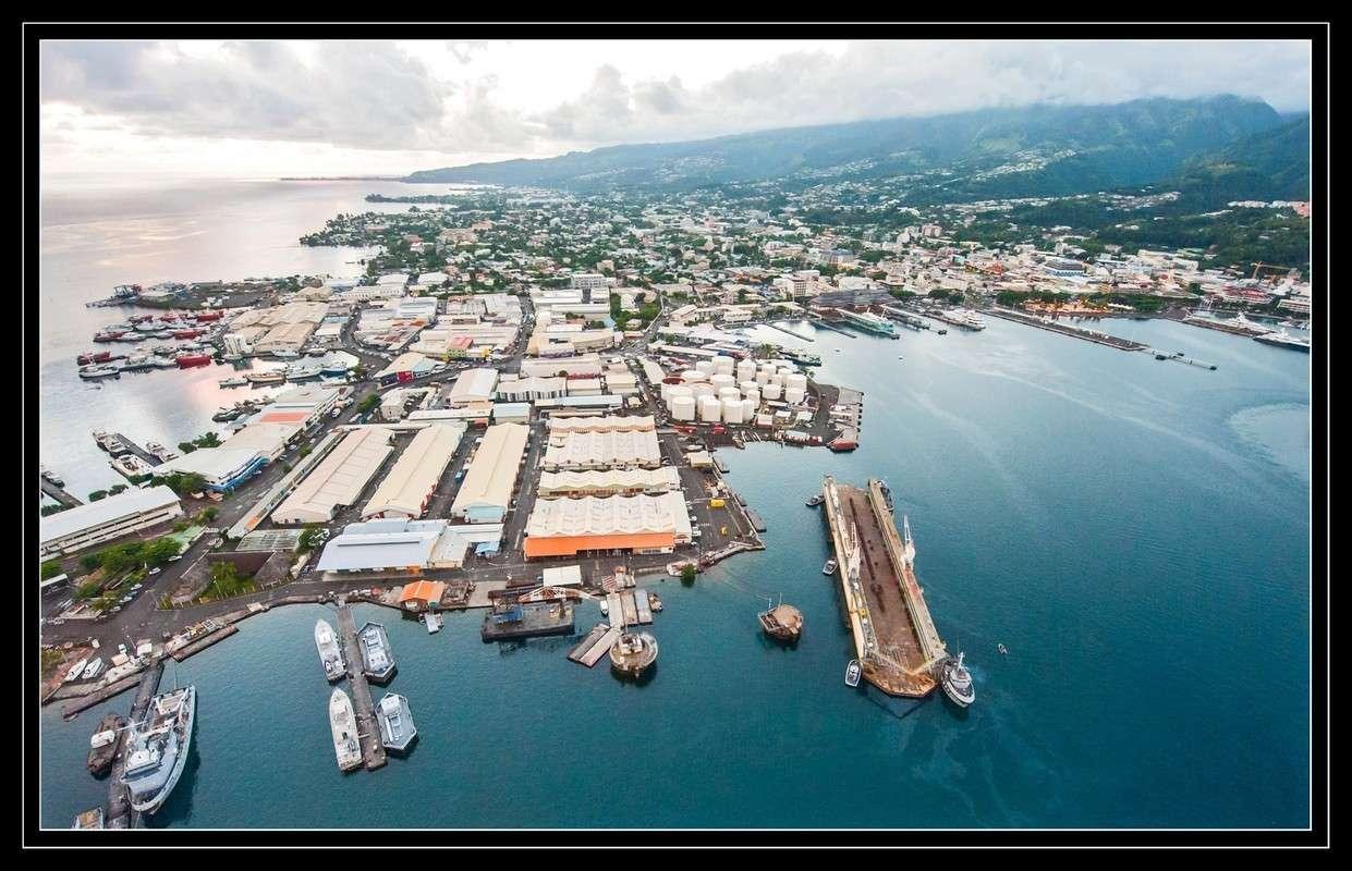 A propos du convoyage du dock de Mers el-Kébir à Papeete - Page 2 2012mp20