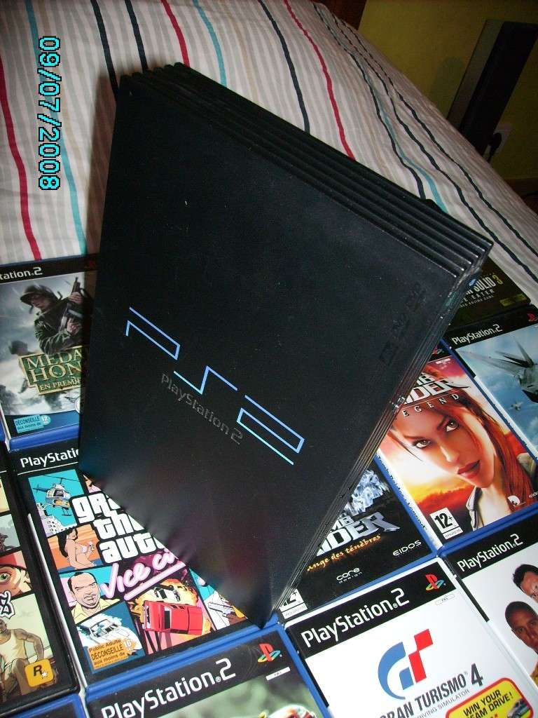 A vendre: Play Station 2 Ps210