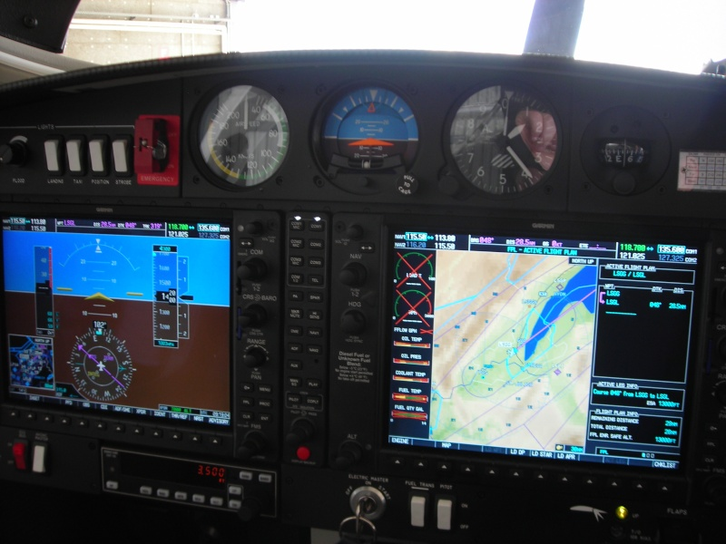 DA40d Glass cockpit Dscn2914