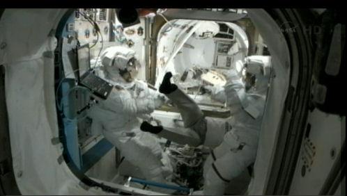 ISS: (US EVA#20) Réparation radiateur poutre P6 (fuite ammoniac) - Page 2 Eva_2012