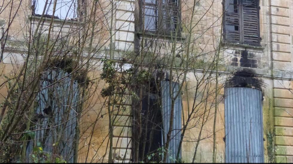 histoire du CHATEAU de LE QUESNEL Sans_t34