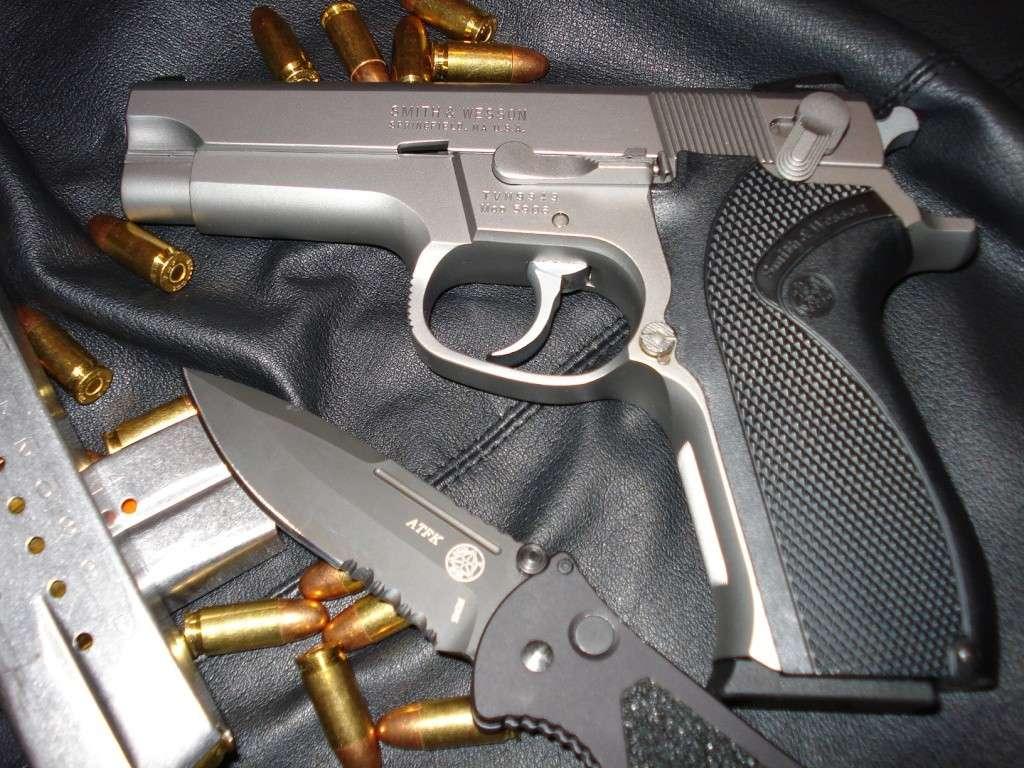 Smith&Wesson 5906 Dsc00434