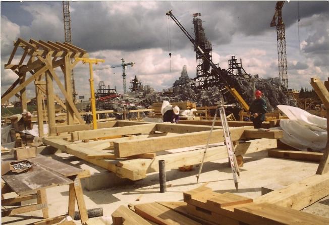 Photos de la construction du Parc Disneyland - Page 3 Disney12