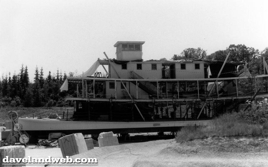 Photos de la construction du Parc Disneyland - Page 3 Dlp_9110
