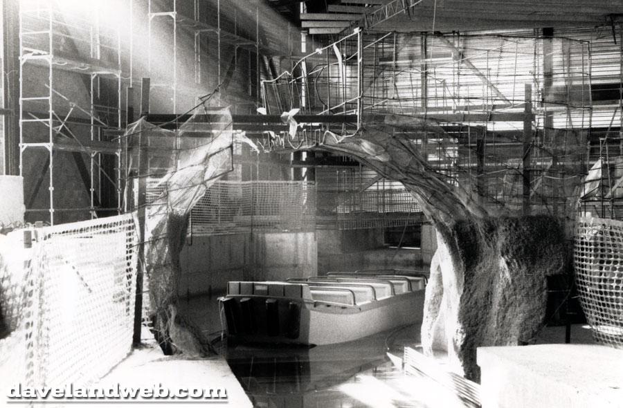 Photos de la construction du Parc Disneyland - Page 3 Dlp_9112