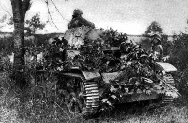 Vehiculos y Tanques capturados por los Alemanes 5amr3310