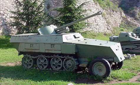 Vehiculos y Tanques capturados por los Alemanes Carro_10