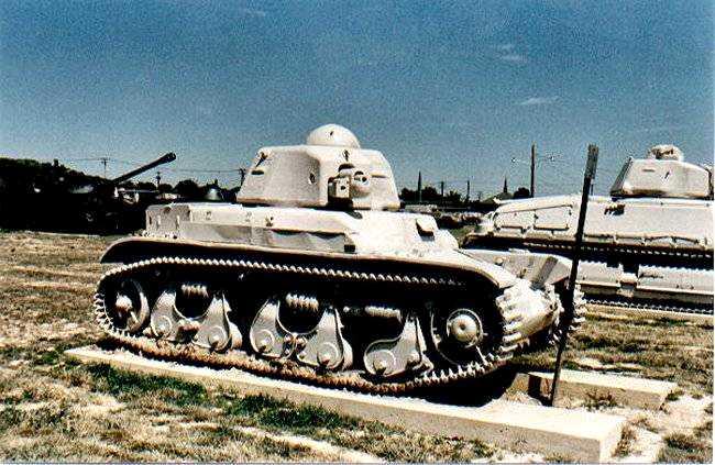 Vehiculos y Tanques capturados por los Alemanes Charle10