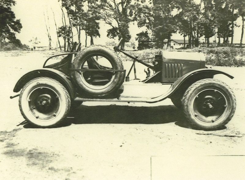 Vehiculos y Tanques capturados por los Alemanes Ford-r10