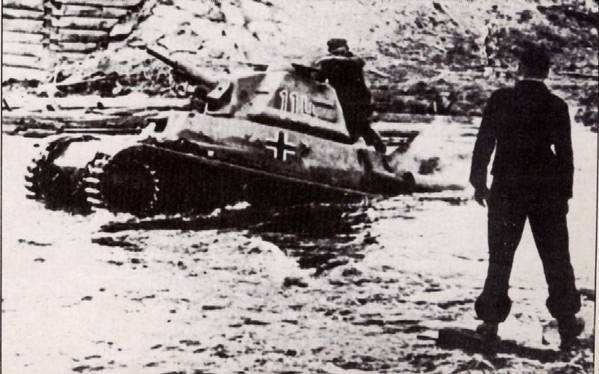Vehiculos y Tanques capturados por los Alemanes Hotchk11