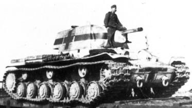 Vehiculos y Tanques capturados por los Alemanes Kv-1_210