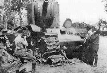 Vehiculos y Tanques capturados por los Alemanes Kv-2-011