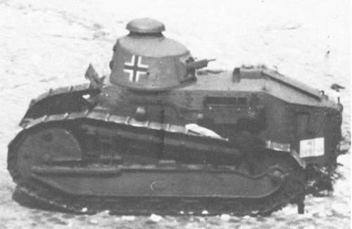 Vehiculos y Tanques capturados por los Alemanes Renaul10