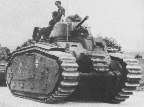 Vehiculos y Tanques capturados por los Alemanes Renaul15