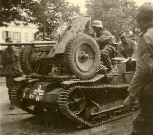 Vehiculos y Tanques capturados por los Alemanes Renaul18
