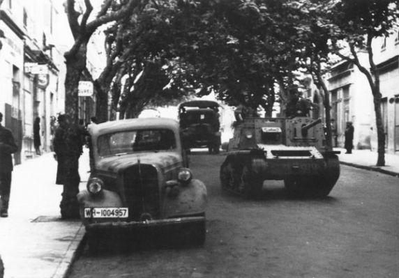 Vehiculos y Tanques capturados por los Alemanes Semove10