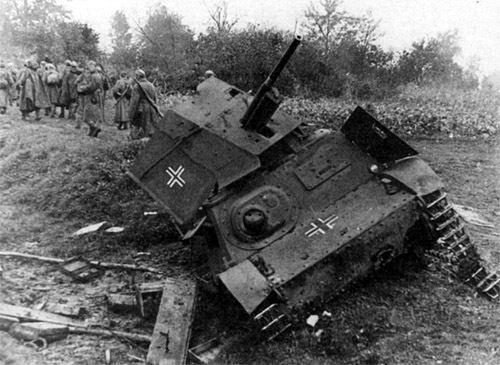 Vehiculos y Tanques capturados por los Alemanes Stz-3_11
