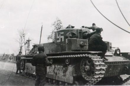 Vehiculos y Tanques capturados por los Alemanes T-28_510