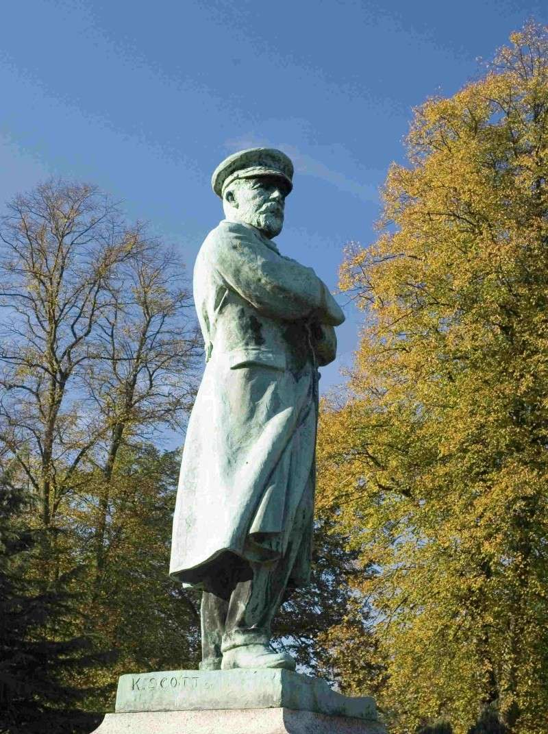 La statue du Capitaine Edward J. Smith vandalisée ! Captai10