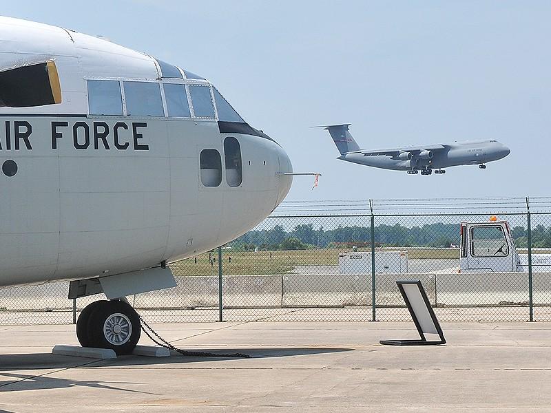Quelque chose de différent... Dover AFB, Delaware Dover_25
