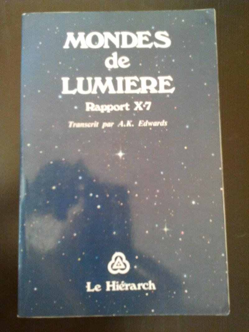 """""""Mondes de Lumière , Rapport X-7""""  de Anna K Edwards 2012-010"""