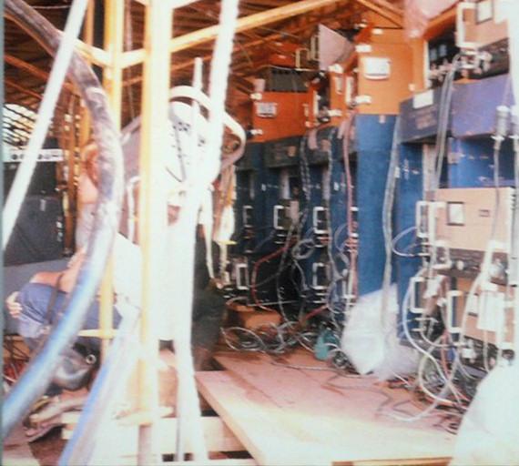 Pas franchement Home Studio... la PA de Woodstock... Woodst12