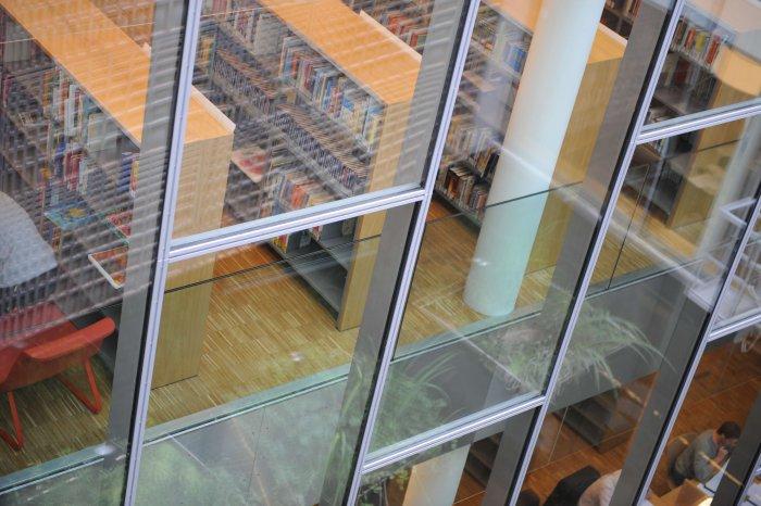 Les bibliothèques et leurs lecteurs. A4083