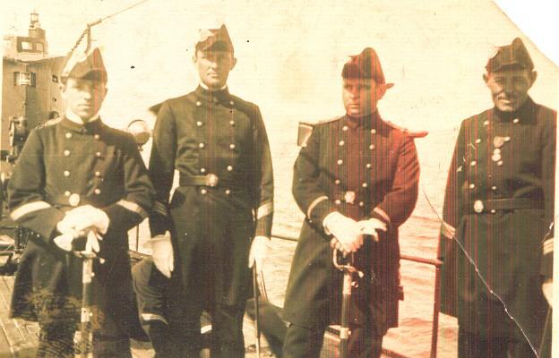 [Les traditions dans la Marine] Tenue dans la Marine- Tome 01 - Page 3 Aaa13