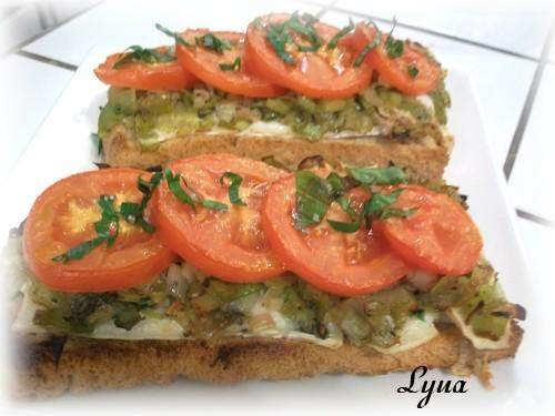 Tartines de poireaux et tomates au brie Tartin13