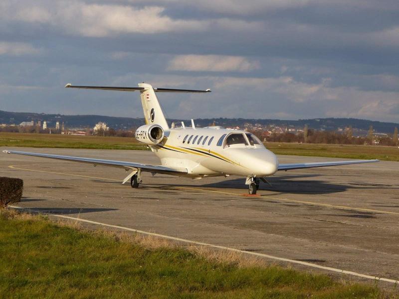 Avioane business Cessna25