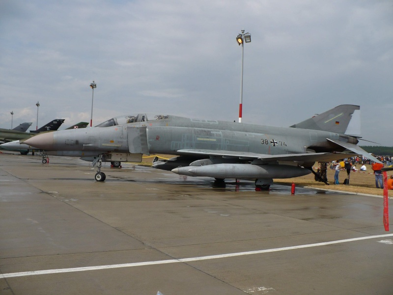 Mitinguri aeriene F410