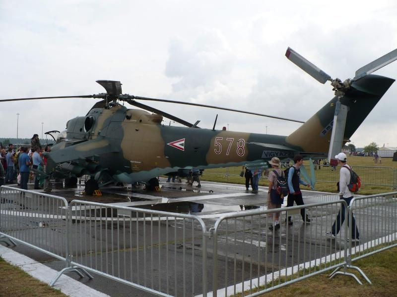 Mitinguri aeriene Mi-2410