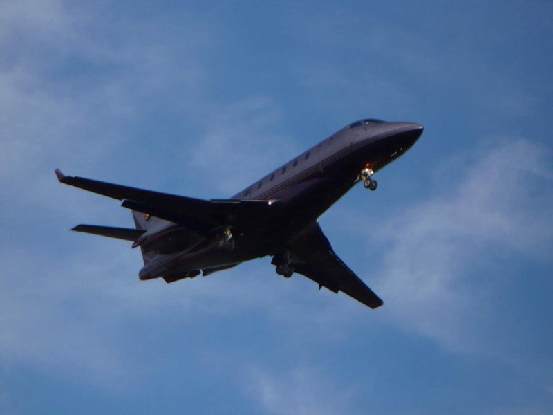 Avioane business Yr-tig10