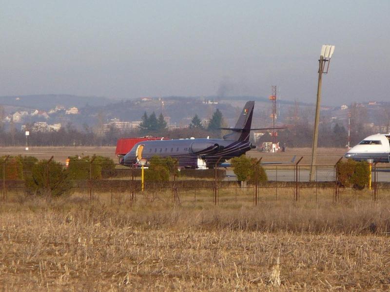 Avioane business Yr-tig12
