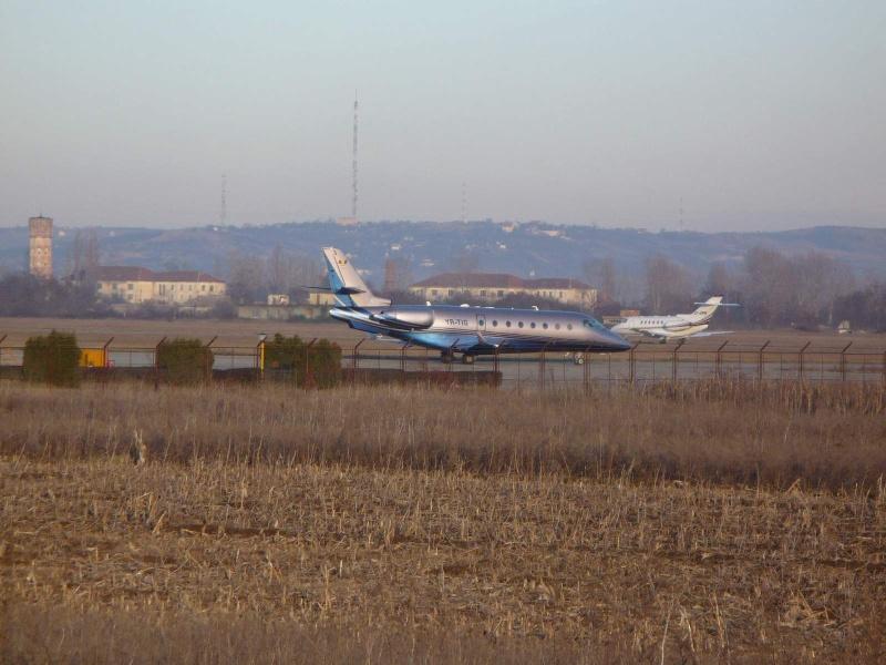 Avioane business Yr-tig13