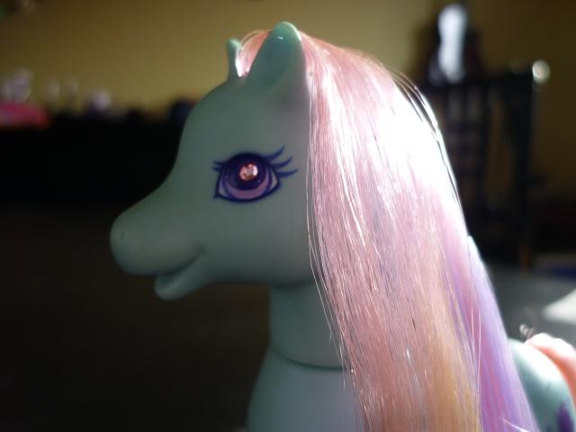 [TECHNIQUE] Mon Petit Poney borgne : remplacer les yeux diamants G1/G2 Pony_014