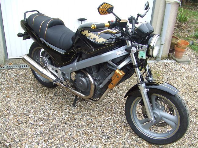 """concours photo Novembre  """"vos motos et de leurs personnalisation """" Dscf6010"""