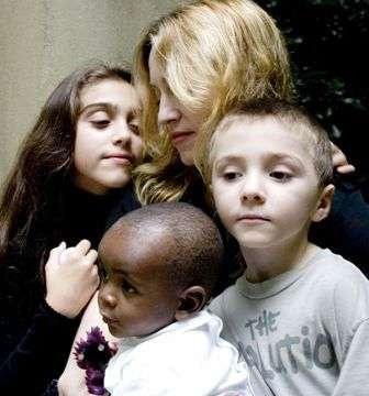 LT:Madonna net vaikams skirta laika pasizymi dienotvarkyje Madona10